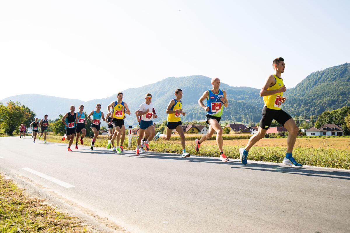 Tekači na poti v Zreče - 9. Konjiški maraton 2021 Foto: Grega Valancic / Sportida